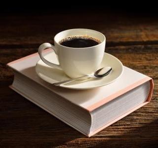 Stane se káva bez kofeinu hitem současnosti?